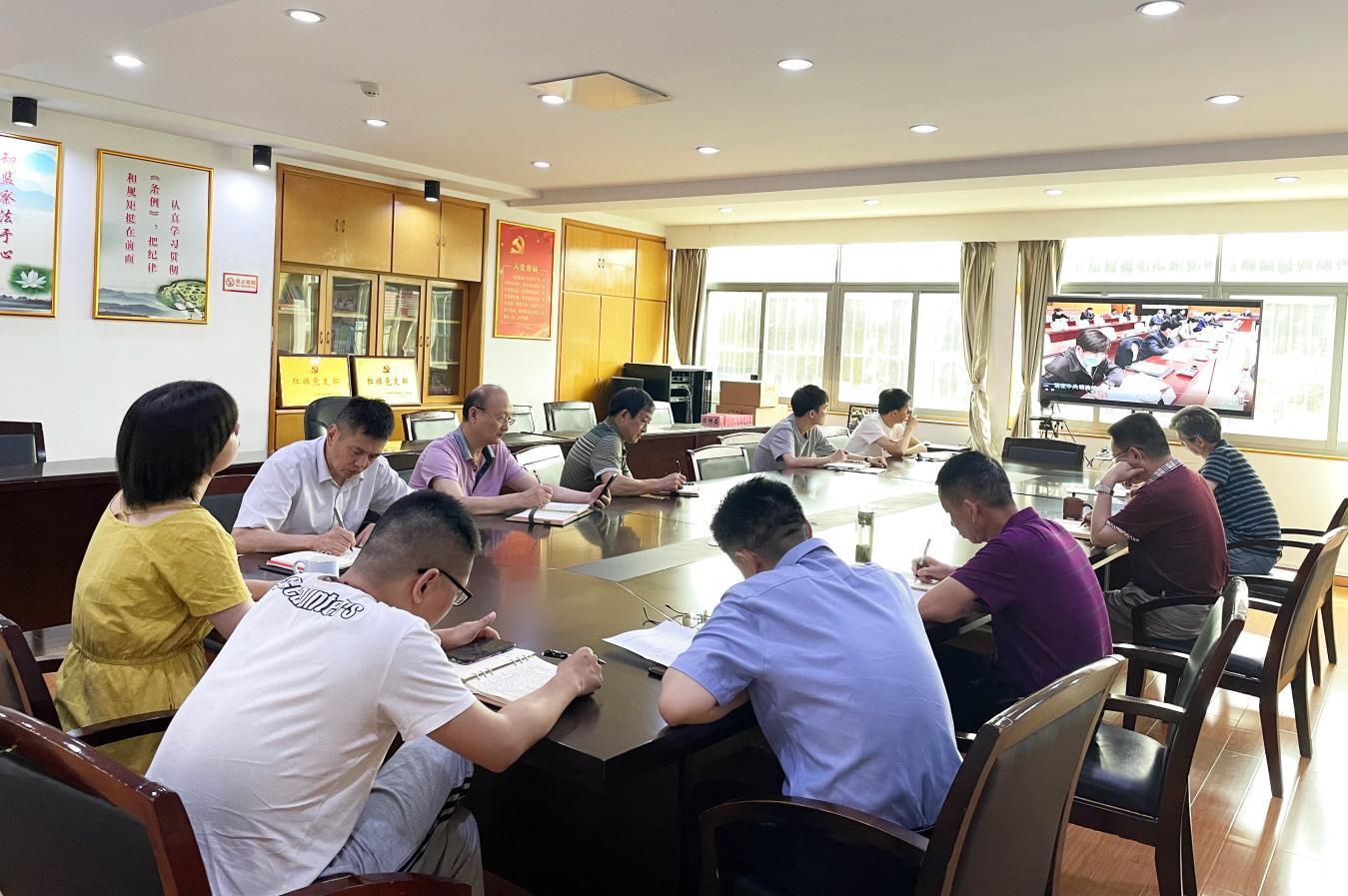 咸寧市住房公積金中心召開黨組理論學習中心組擴大學習
