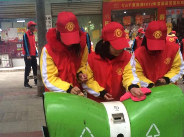 咸宁市香城学校党团队员手拉手文明创建一起走
