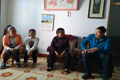 咸宁市政管理处连续四年结对帮扶社区贫困家庭