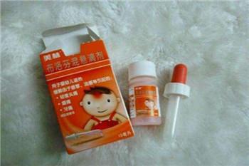 两岁男童误服一瓶退烧药  两辅警开?#30340;?#34892;送医