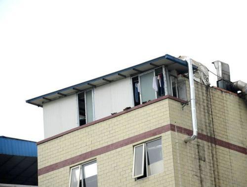 咸安文筆路一居民樓頂層屢違建 部門:全部拆除