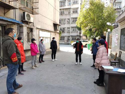 桂花路社區一居民新車電池沒電 熱心鄰里來幫忙