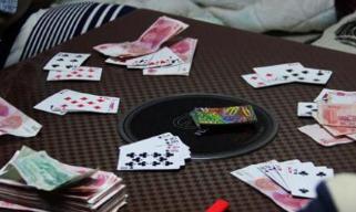 用男友手机借款赌博  这个坑男友的女子判刑了