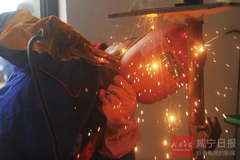 组图:咸宁工匠大展风采