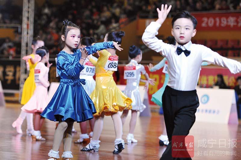 组图:湖北体育舞蹈盛会燃爆咸宁