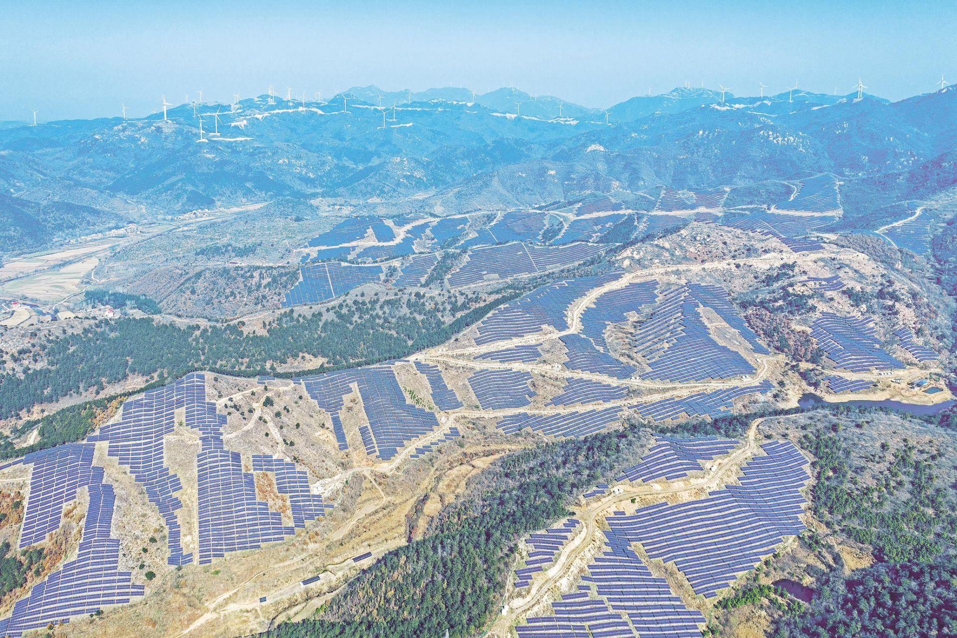 湖北首個風光一體發電項目投入運營