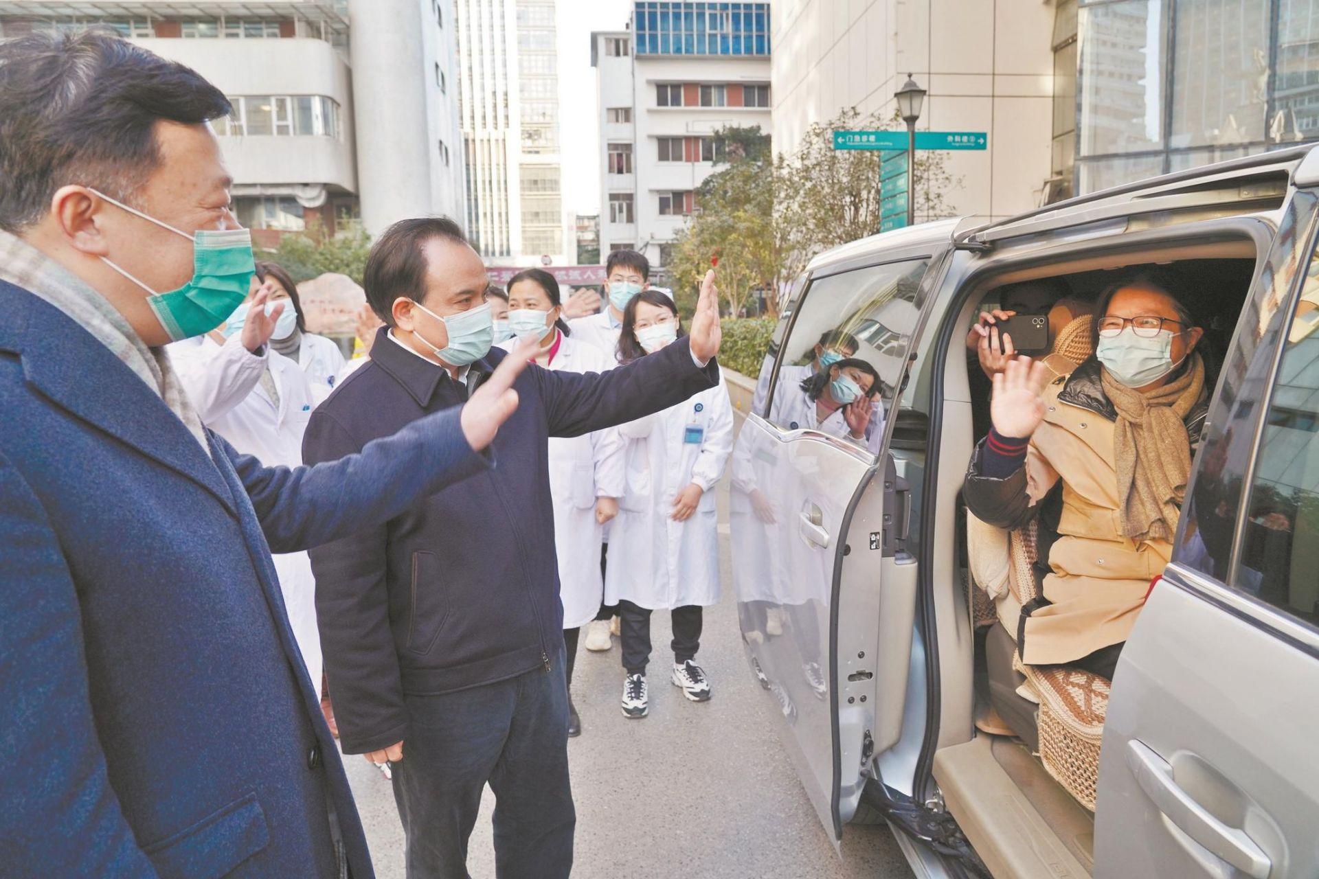 武汉协和医院院感专家出发增援河北