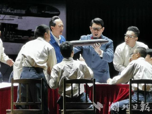 """致敬""""核潜艇之父""""黄旭华 话剧《深海》首次在鄂上演"""