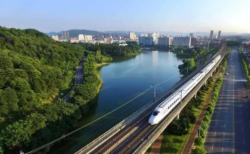 咸宁市领导在住建工作会上要求推动住建事业发展