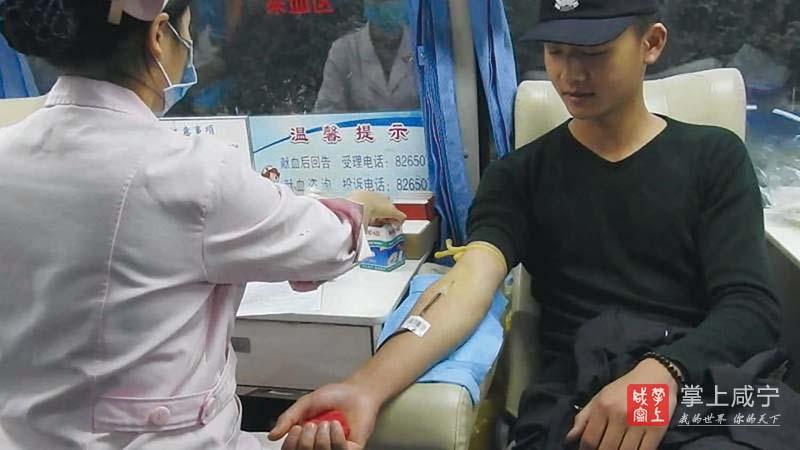 图文:巡特警无偿献血