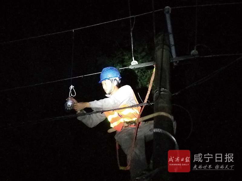 图文:暴雨灾区全部恢复供电
