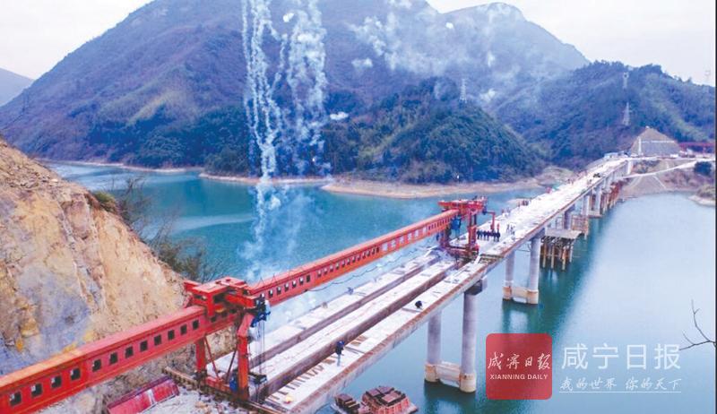 图文:和平大桥正式合龙