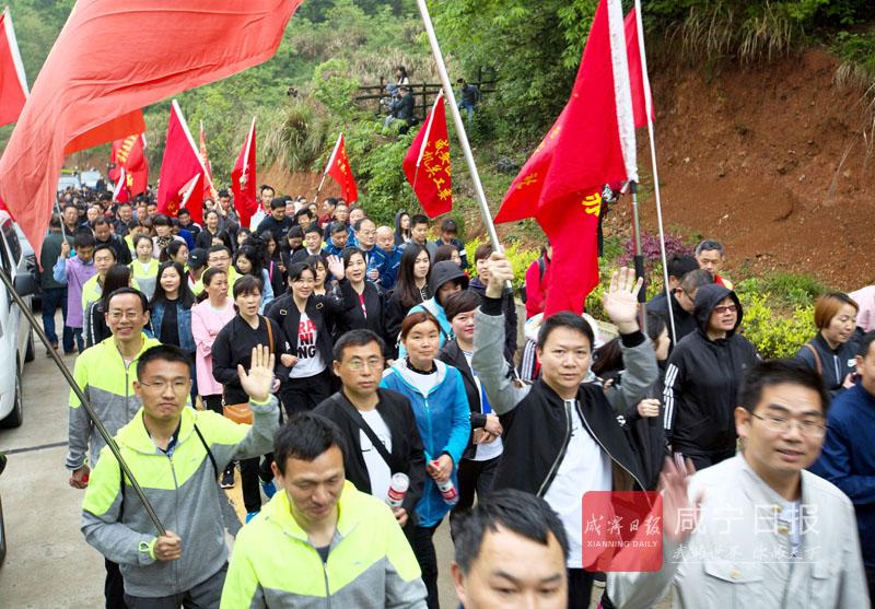 图文:赏花观竹海千人徒步行
