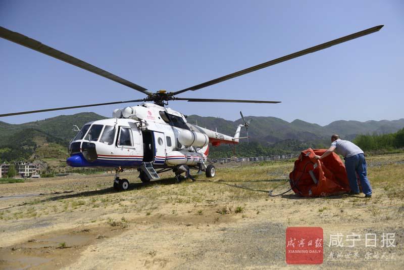 图文:直升机灭火