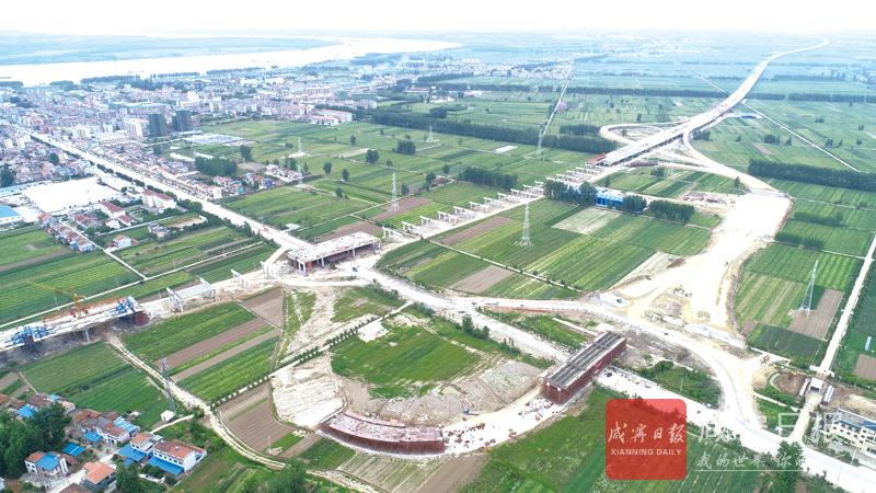 图文:武深高速嘉鱼北段渡普互通紧张施工中