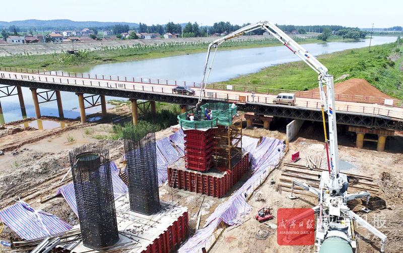 图文:赤壁长江公路大桥首个墩身顺利浇筑