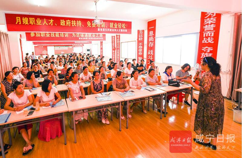 图文:首期育婴员培训班结业