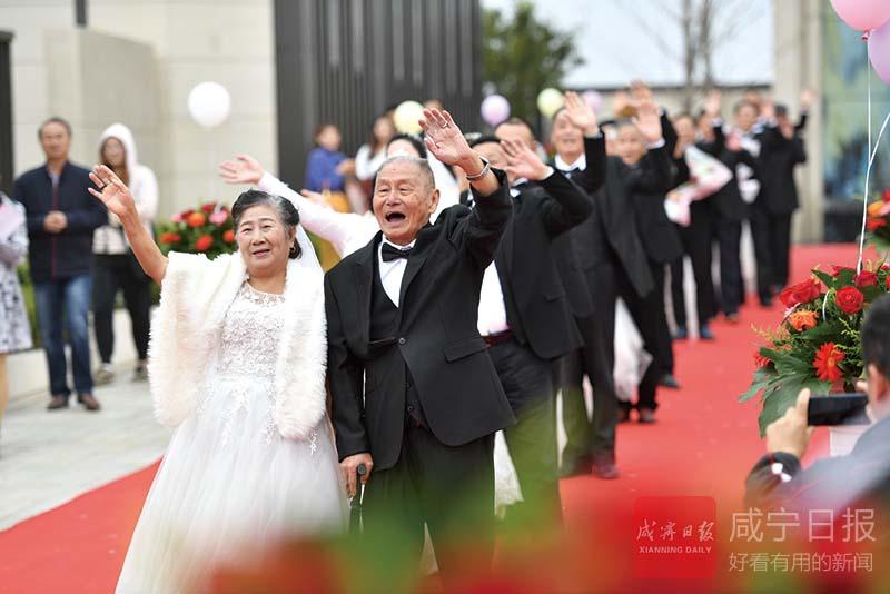 图文:12对咸宁幸福老人集体婚礼记