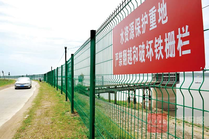 图文:嘉鱼石矶头取水口建起防护网