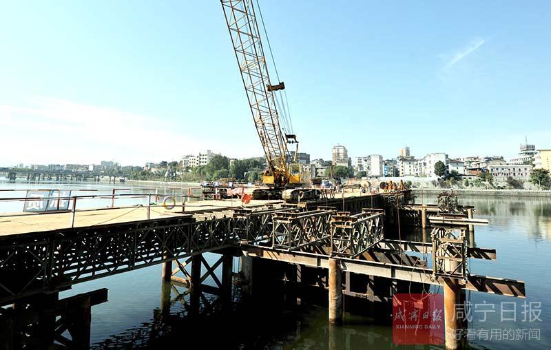 图文:陆水河上搭起便民桥