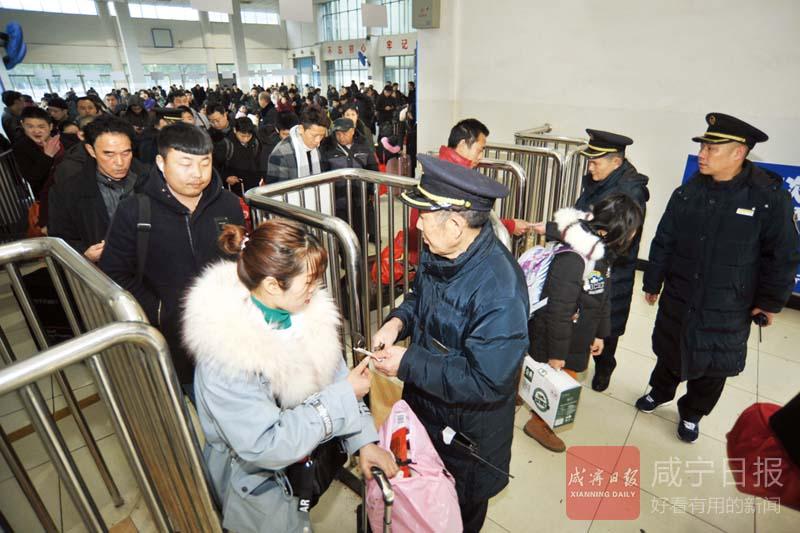 图文:咸宁火车站贴心服务温暖?#19997;?#26053;途