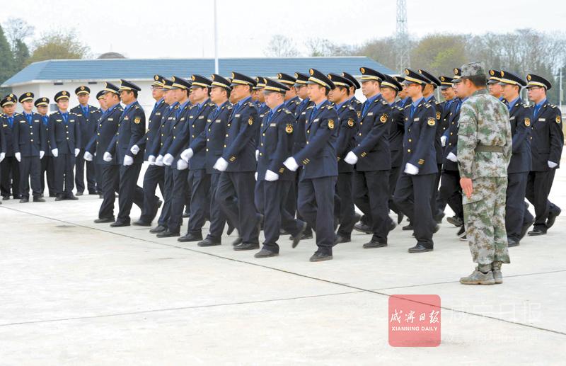 图文:咸宁市城管执法委开展全封闭集训