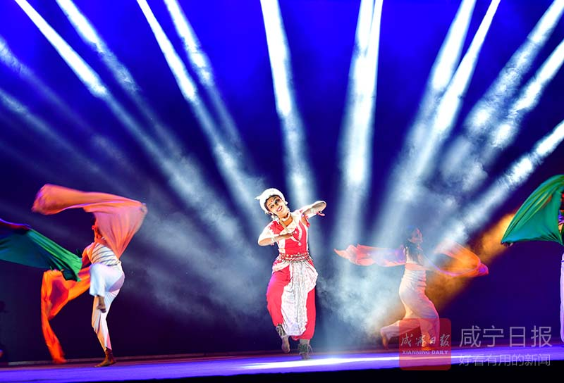 图文:印度舞者来咸交流