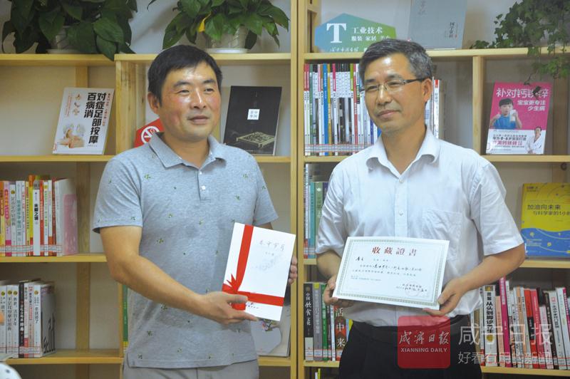 图文:4位本土作家赠书香城书房