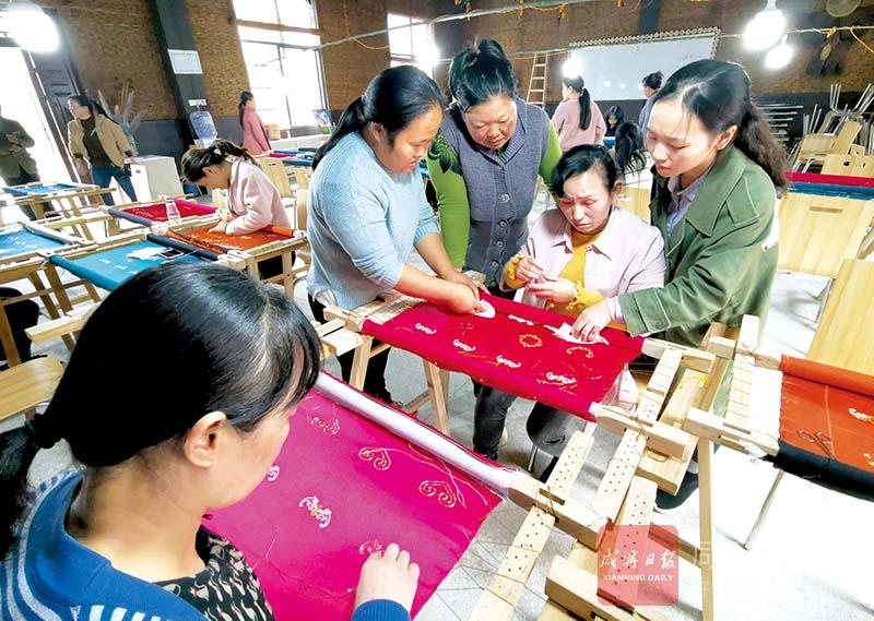 圖文:婦聯舉辦手工培訓班崇陽婦女學刺繡