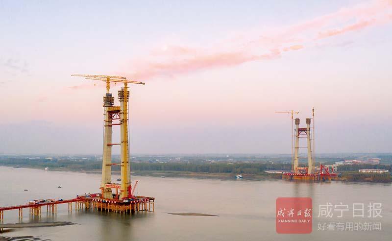 圖文:赤壁長江公路大橋4號主塔墩上橫梁完成澆筑