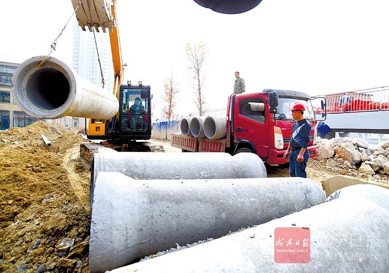 图文:安装雨水管网方便百姓出行