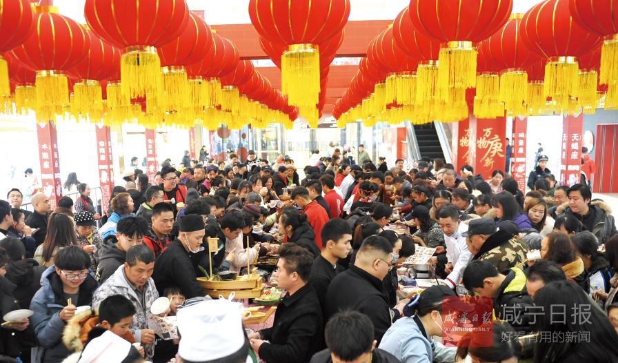 图文:咸宁首届邀吃日 万达广场品美食
