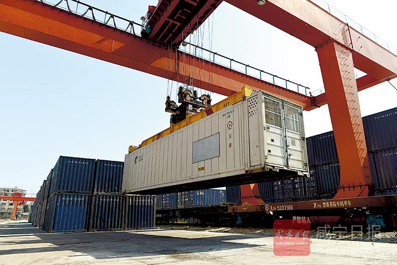 圖文︰雲南愛心(xin)專列送來230噸農產品(pin)