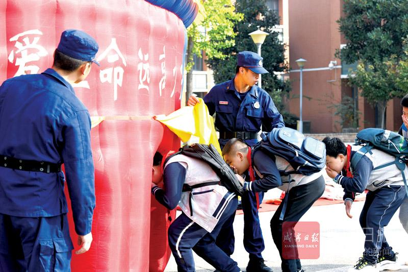 图文:国际减灾日安全教育进校园