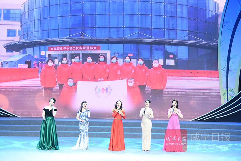 图文:咸宁战歌朗诵会举行