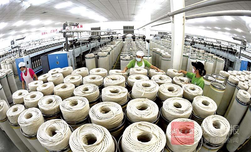 图文:天源纺织引进设备增效益