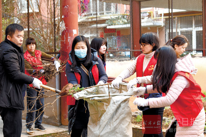图文:志愿者在行动