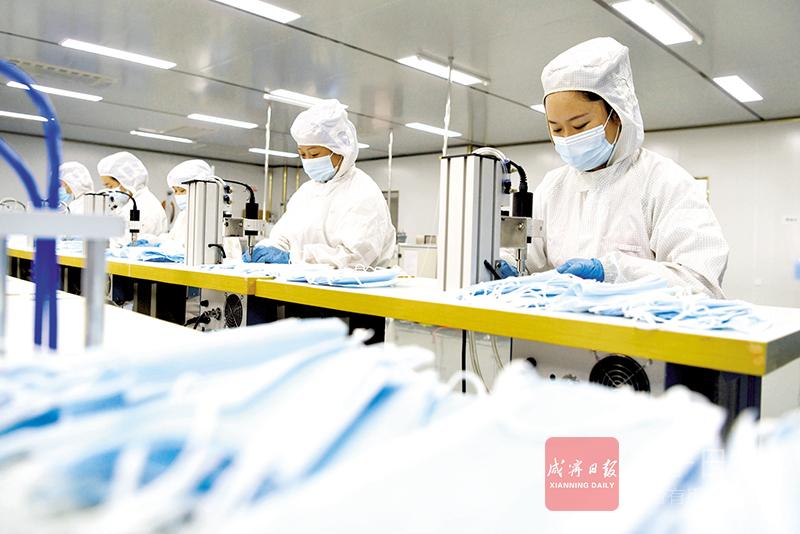 圖文:生產口罩支援抗疫