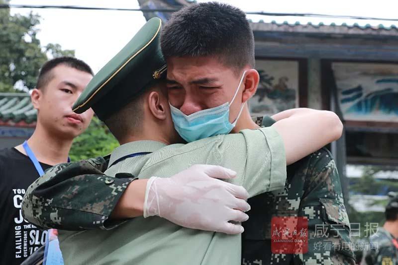 圖文:武警戰士退伍返鄉
