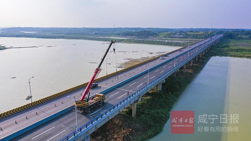 圖文:大洲湖大橋護欄升級改造