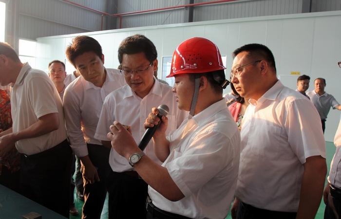 咸宁新闻 >> 正文    任振鹤书记等领导参观后对公司的建设速度给予了