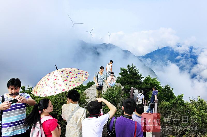 九宫山免门票以后  游客多了生意