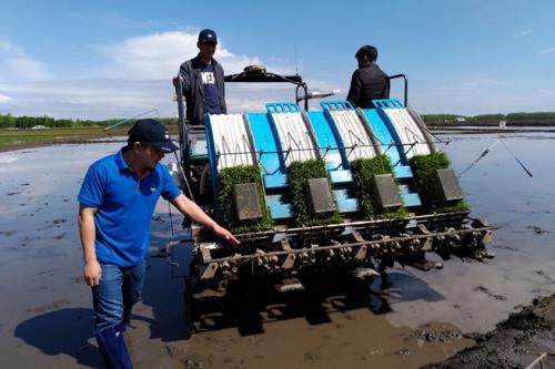 赤壁农业农村局侧深施肥减量增效 实?#27835;?#20135;高产