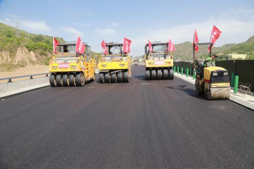 赶工期保质量 通城县公路掀起建设新热潮