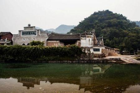 湖北大學學子到咸安區向陽湖鎮走訪慰問貧困戶