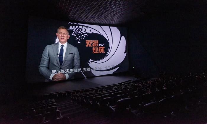 《007:无暇赴死》在京首映,IMAX胶片摄影机限定特展揭幕